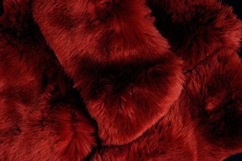 lady-biche-col-fausse-fourrure-rouge-1