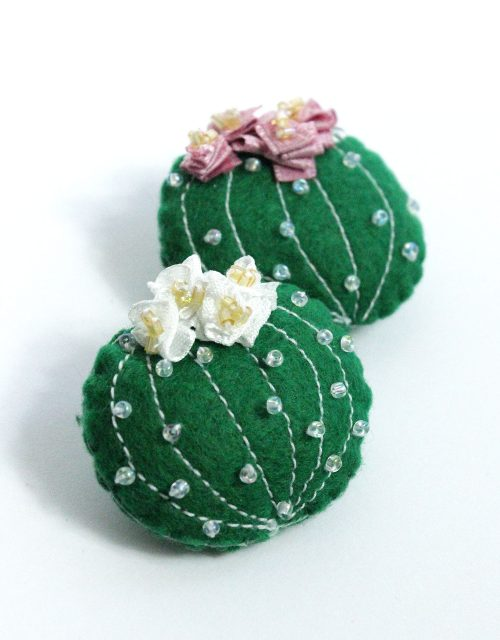 Lady-Biche-Broche-Cactus-Grusonii-Couleur