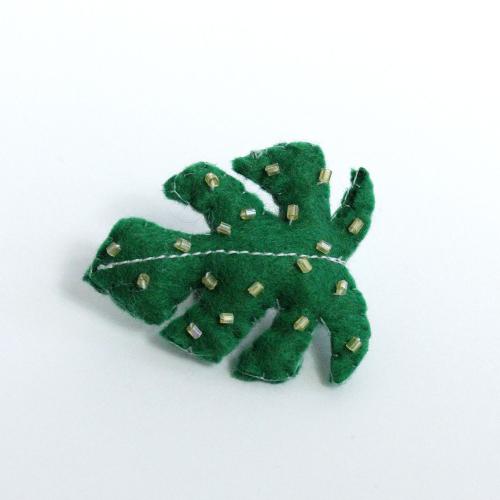 Lady-Biche-Broche-Cactus-Monstera-1-1