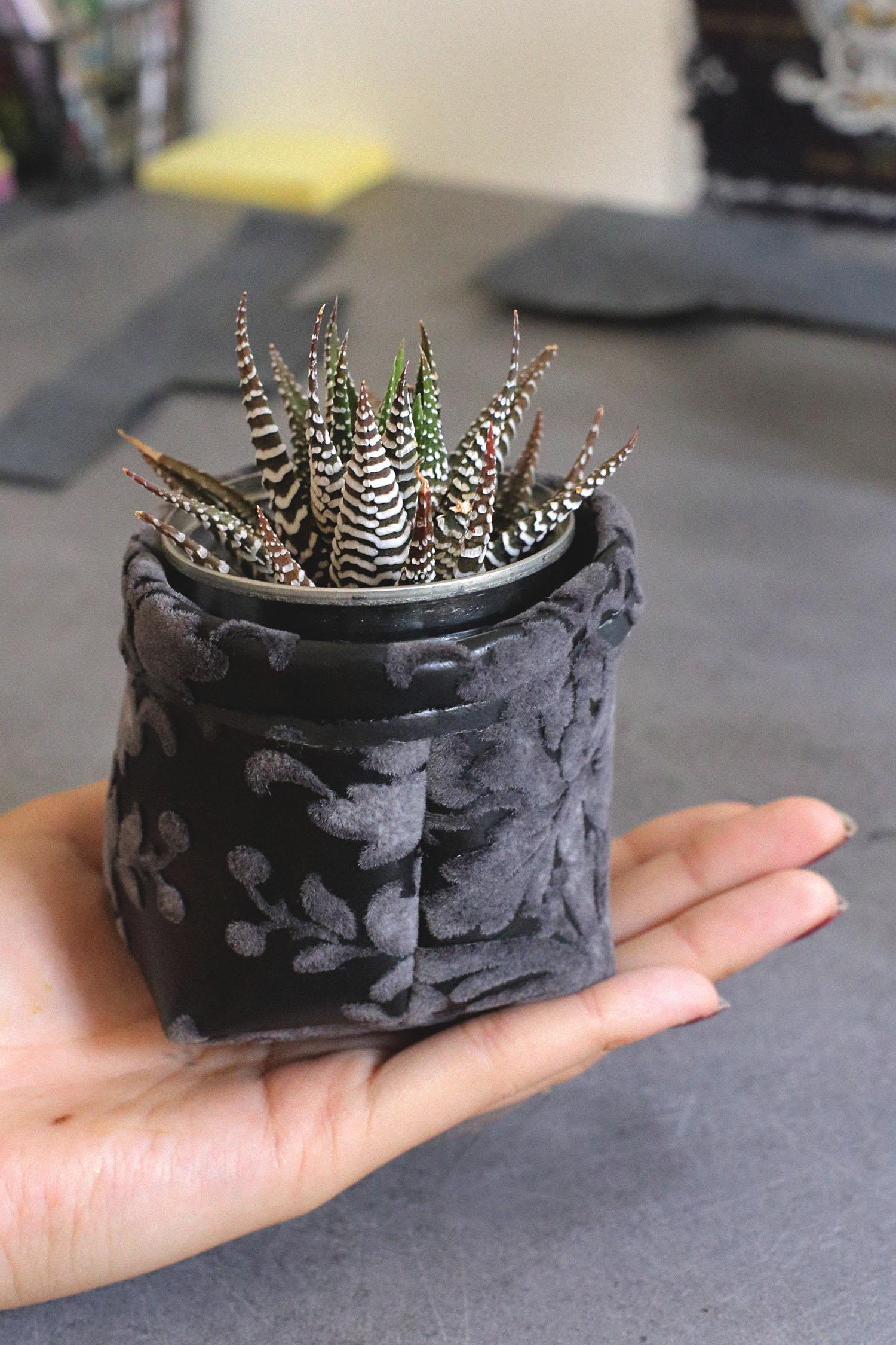 diy cache pot en tissu lady biche. Black Bedroom Furniture Sets. Home Design Ideas